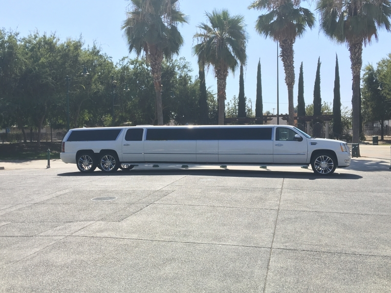 Prestige Limousine Cadillac limo - side view pic3